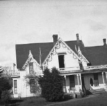 Image of N7577 - REMARKS:An unidentified house in Roseburg, Oregon ??