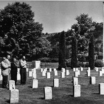 Image of N7607 - REMARKS:Four men at the Grave of the Unknown Soldier, Veterans Cemetary, Roseburg, Oregon.
