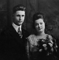 Image of N6073 - REMARKS:Charles Eugene Puckett (born February 4, 1897, in Fiddletown, Calif.) and Anna Williard Heath (born September 23, 1905, in New Tazewell, Tenn.) were raised in Myrtle Creek and homesteaded at Honey Creek, North Umpqua River. Wedding photo taken November 3, 1920