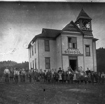 Image of N9141 - REMARKS:Elkton, Oregon, school with pupils and teachers in the foreground. Ca. 1900