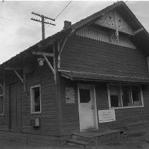 Image of N9624 - REMARKS:View of Southern Pacific Station, Dillard, Or. View from the southwest, shows herringbone freight house door, 1980.