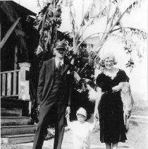 Image of Eyner & Arta Christiansen with son Dale