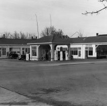 Image of Hinsdale's Hancock gas station
