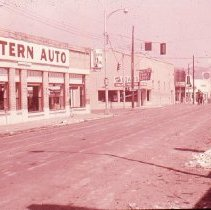 Image of S942 - Damaged Western Auto building on Stephens Street after 1959 Roseburg Blast