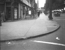 Image of Queens Boulevard Sidewalk: IND Queens Boulevard Line