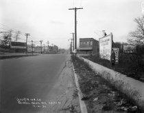 Image of Queens Boulevard Sidewalk and Roadway: IND Queens Boulevard Line