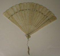 Image of 2011.018.003 - Large Ivory Fan