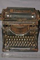 Image of Underwood manual typewriter.