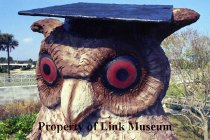 Image of A statue of an owl.
