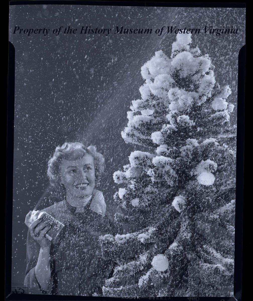 Christmas Tree Spray Snow.Lady With Make It Snow Spray Can And Christmas Tree Close Up