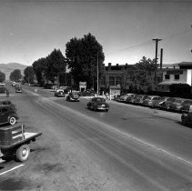 Image of UNRS-P1988-35-03 - Photograph of B Street at Pyramid Way, Sparks. Southern Pacific Sparks Shops. D & N Bar. Shorty's Club. Handwritten on verso: Traffic congestion, July 23, 1947.