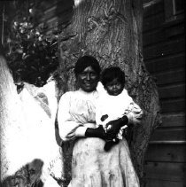 Image of UNRS-P1989-55-2739 - Indian woman and child (Ida Horn, mother of Marie and Margaret Avelar).