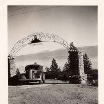 Image of UNRS-P1997-62-122 - New DeSoto, 1937, Tahoe, Drum estate. The sign reads: Chinkapin Cove.