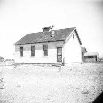Image of UNRS-P2710-0179 - Photograph of a house. Pyramid Lake. [Paiute]