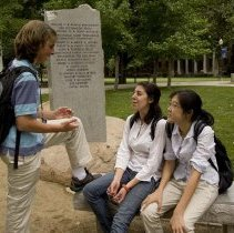 Image of UNRA-P3600-01214 - Participants at the Davidson THINK Summer Institute, 2007, enjoying campus.