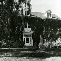 Image of UNRA-P1052-1 - Photograph of the Alpha Tau Omega fraternity house at 205 University Terrace, Reno (circa 1941)