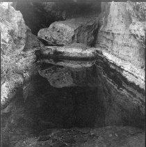 Image of UNRS-P1985-08-00280 - Numbers 280 and 281. Folder 12. Two prints: Ash Meadows - Devil's Hole; Dec. 31, 1947 (neg. 4x5)