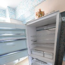Image of UNRS-P2016-08-00092 - Crummer fridge w/pull out freezer drawer