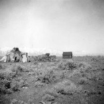 Image of UNRS-P2710-0283 - Wickiup, wagon, and shed. Dresslerville. [Washo]