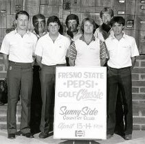Image of UNRA-P1512-139 - The 1984 golf team at the Sunny Side country club (April 1984)