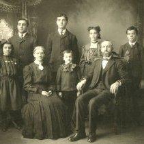 Image of Allen & Anna Rittenhouse Fretz family