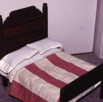 Image of Bed, Doll - 1993.33.1