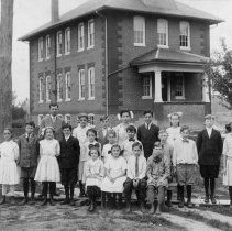 Image of Middle school students at Telford School, ca. 1913