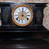 Image of 1976.021.0004 - Clock, Mantel