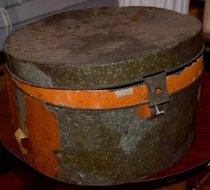 Image of Metal hatbox