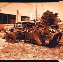 Image of 2004.001.0405 - V.E. Davis vs. C.C. Green Car Wreck