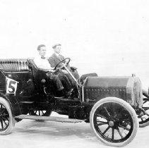 Image of 2017.051.007 - Race car no. 15 at Atlantic and Pablo Beach, 1906.