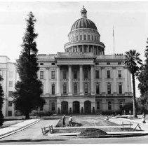 Image of 1983/001/SBPM03208 - Sacramento Bee