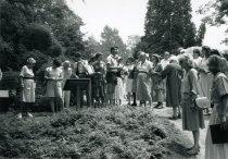 Image of Garden Tour for the Centennial  1987 - 2004.1.553