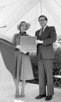 Image of Mayor Green and Mayor Dewar at Swan Day  1982 - 2015.25.5.31