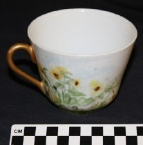 Image of 1982.107.1913 - Teacup