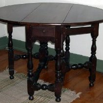 Image of 1958.004.048 - Table