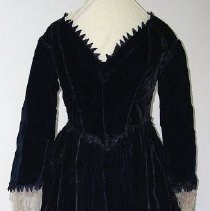 Image of 1969.008.003 - Dress