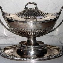 Image of 1975.017.027 - Covered Tureen on Stand