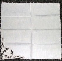 Image of 1975.017.055 h - Napkin