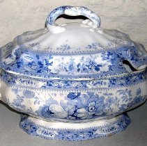 Image of 1975.017.076 - Tureen and Lid