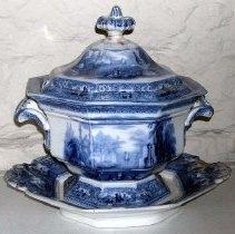 Image of 1975.017.080 - Tureen and Lid
