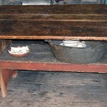 Image of 1975.017.102 - Table