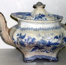 Image of 1975.017.241 - Teapot
