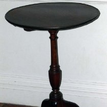 Image of 1986.004.002 - Candlestand