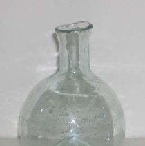 Image of 2000.041 - Bottle