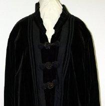 Image of 1974.017.077 - Coat