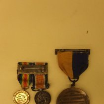 Image of Medals, pins, & insignia - reverse