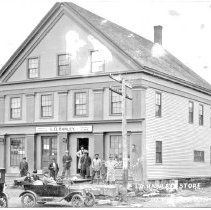 Image of L.O. Hanley Store, South Thomaston, ME, with local residents, ca. 1917