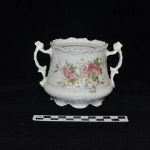 Image of Sugar bowl 1972.01.04a with scale