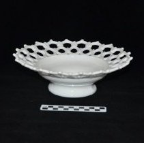 Image of Decorative bowl 1972.01.05 with scale